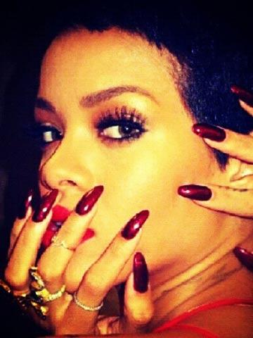 Rihanna rocks ruby nail polish - CelebsNow