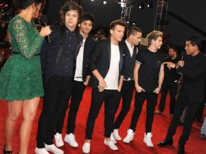One Direction, Khloe Kardashian and Mario Lopez | US X Factor Final | Pictures | Photos | New | Celebrity News