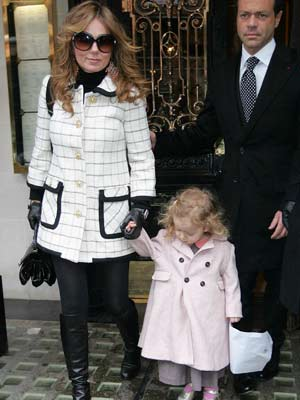 Geri Halliwell |  Geri Halliwell plays happy families  | Pictures | Now Magazine | Celebrity Gossip