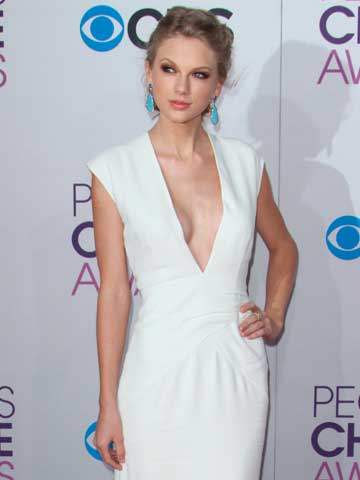 Hey Harry Styles Are You Missing My Breast Bits Taylor Swift Shows Off Her Stunning Figure At The People S Choice Awards Celebsnow