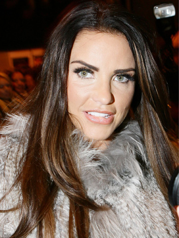 As reported by Daily Mail Katie Price has dived back into the dating scene by.