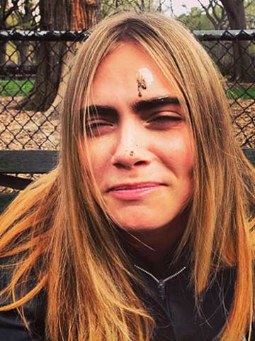foto de Harry Styles' ex Cara Delevingne gets dirty in poo pictures ...
