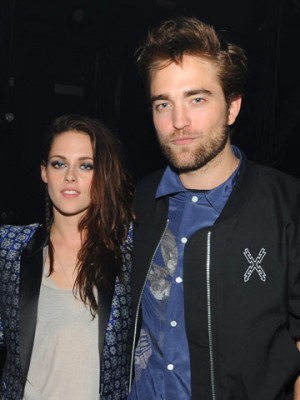 who is dating robert pattinson 2012