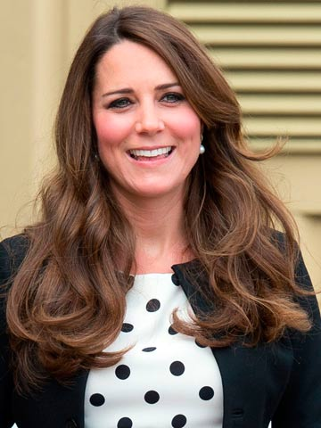 Wedding Hairstyle Kate Middleton : Oops! pregnant kate middletons dress blows up in the wind at