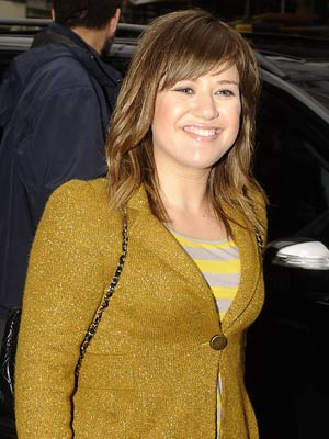 Kelly Clarkson My Home Had Just Burnt Down When I Won American Idol Celebsnow