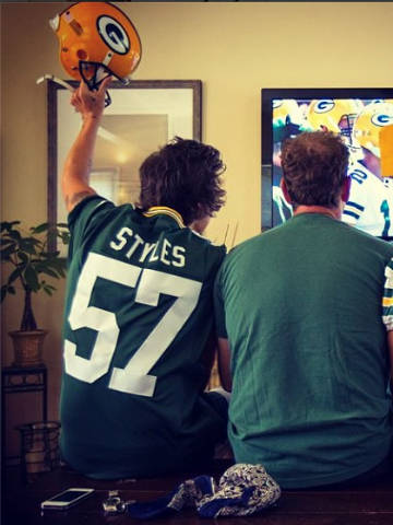 Touchdown! One Direction s Harry Styles cheers on Green Bay Packers ... db31e6959