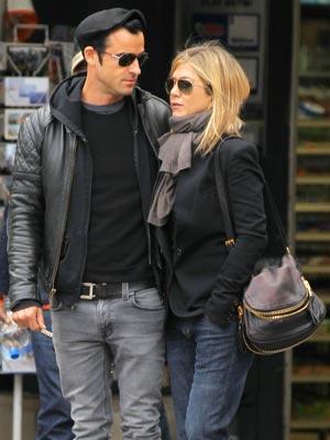 Jennifer Aniston S Boyfriend Justin Theroux I Go To Bed