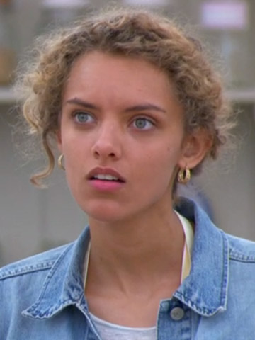 Ex Bake Off Contestant Ruby Tandoh Has A Go At Mary Berry