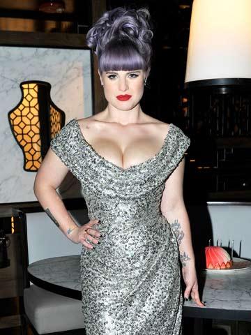 Omg Birthday Girl Kelly Osbourne Flashes Her Boobs Again