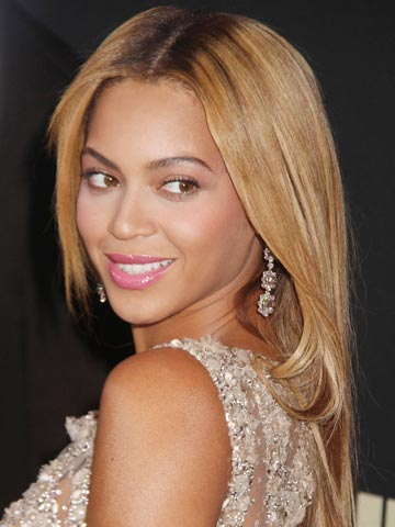 Beyonce Knowles shows off bikini body and new bob hairdo on cruise ...  Beyonce Knowles