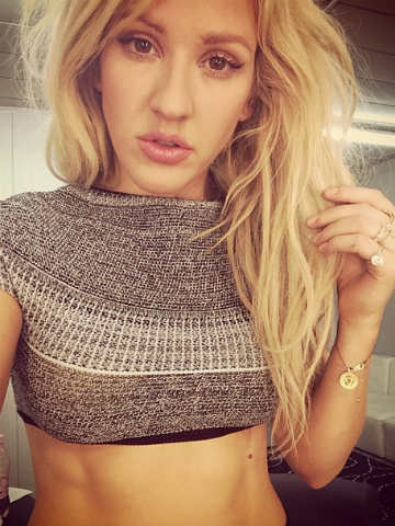 Hot Ellie Goulding Shows Off Very Toned Abs In Sexy Crop