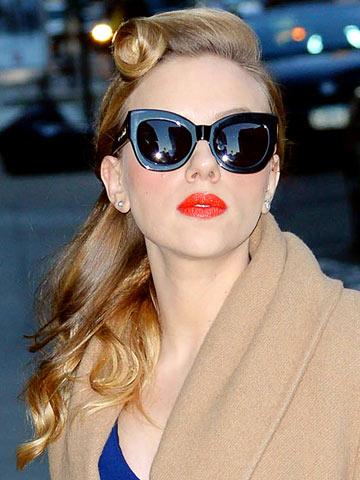 Wow Scarlett Johansson Has Sexy 40s Style With Retro Hair