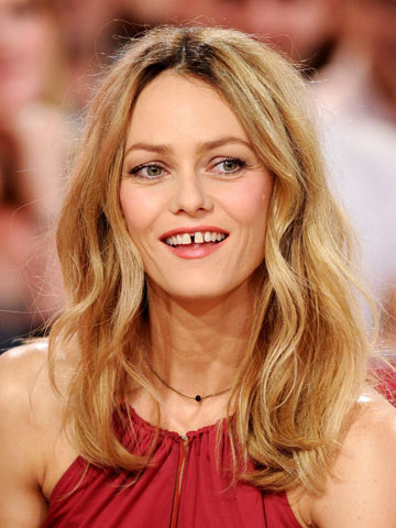Omg Johnny Depp S Ex Vanessa Paradis Ditches Long Blonde