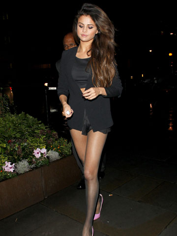 Wow Selena Gomez Flashes Sexy Toned Legs On London Night