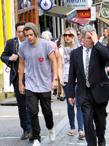 Harry Styles is dating Caggie Dunlop