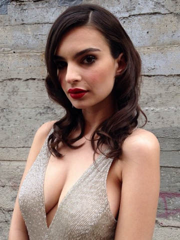 Wow! Mind blowing Blurred Lines model Emily Ratajkowski