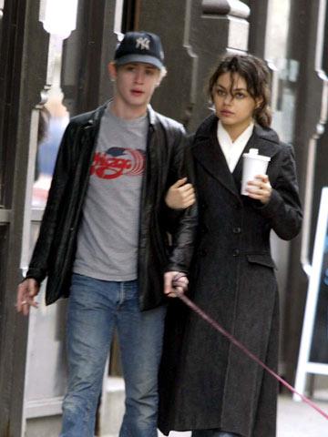 Mila Kunis dating 2013