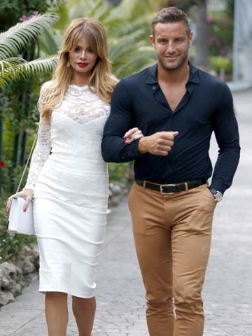 back on could chloe sims and elliott wright enjoy the