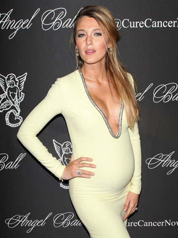 Pregnant Blake Lively Stuns In A Skintight Dress But Is