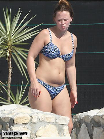 Kimberley Walsh back in a bikini five months after having ...