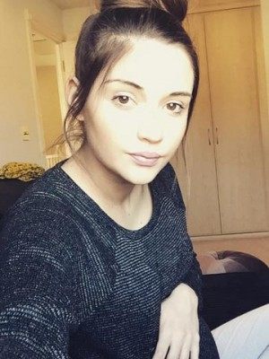 f9be1006e941a Pregnant Jacqueline Jossa begs her and Dan Osborne's baby girl to 'come on'  with glowing make-up free selfie