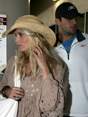 romo tony dating Tony romo: the ultimate high school quarterback when romo started dating the rootsy and legit-blond underwood, the state of texas collectively sighed in relief.