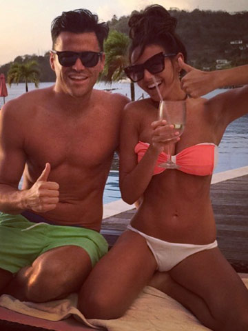 Michelle Keegan Takes Hen Party To Dubai Beach Spot Where Mark Wright Proposed And Re Enacts It In The Same Dress