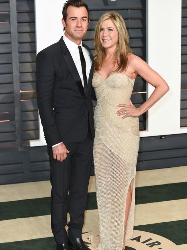 Jennifer Aniston\'s wedding dress branded a FAKE