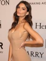 Emily Ratajkowski looked stunning on the red carpet at the amFAR gala