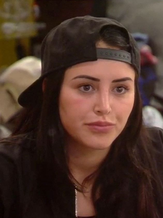 Fans label Marnie Simpson a 'bully' after she FLASHED ...