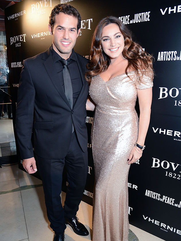 Do These Kelly Brook Photos Prove That She S Got Married