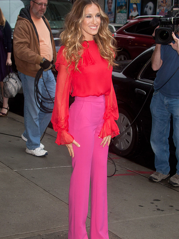 Check Out Style Icon Sarah Jessica Parker Rocking Bright Red And Pink Together She Was Ahead Of The Too As This Photo From A Few Years Back
