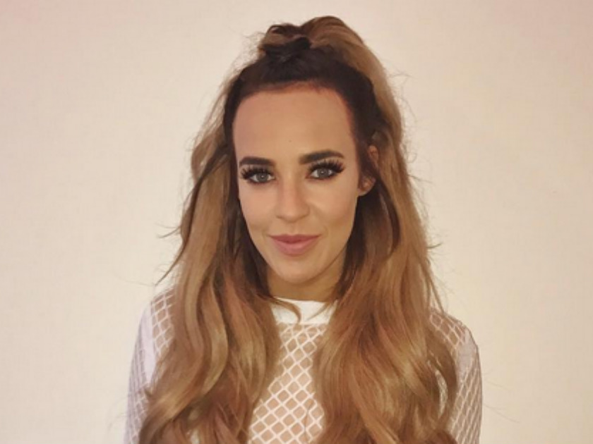 Stephanie Davis returns to Twitter as ex Jeremy McConnell dines with