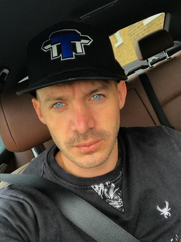 Kirk Norcross shares sexy gym selfie but no-one's looking at his muscles...