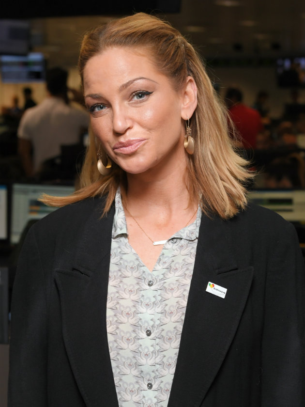 Cbb S Sarah Harding Tries And Fails To Flog Her