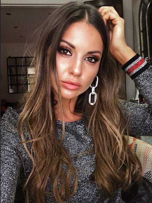 mic u0026 39 s louise thompson strips completely naked in steamy