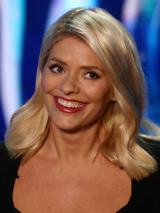 holly willoughby leaves dancing on ice fans cringing at
