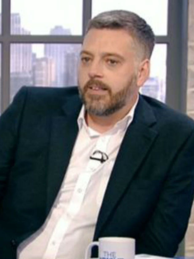 Awks! Viewers divided as I'm A Celebrity's Iain Lee storms ...