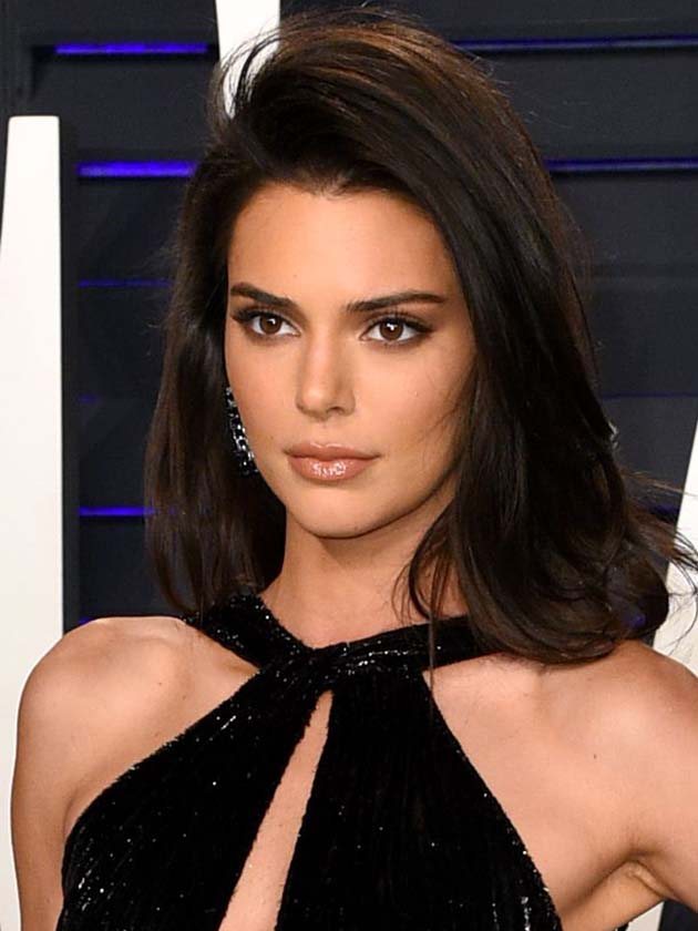 Oscars 2019 Kendall Jenner Flashes Flesh At Vanity Fair Afterparty