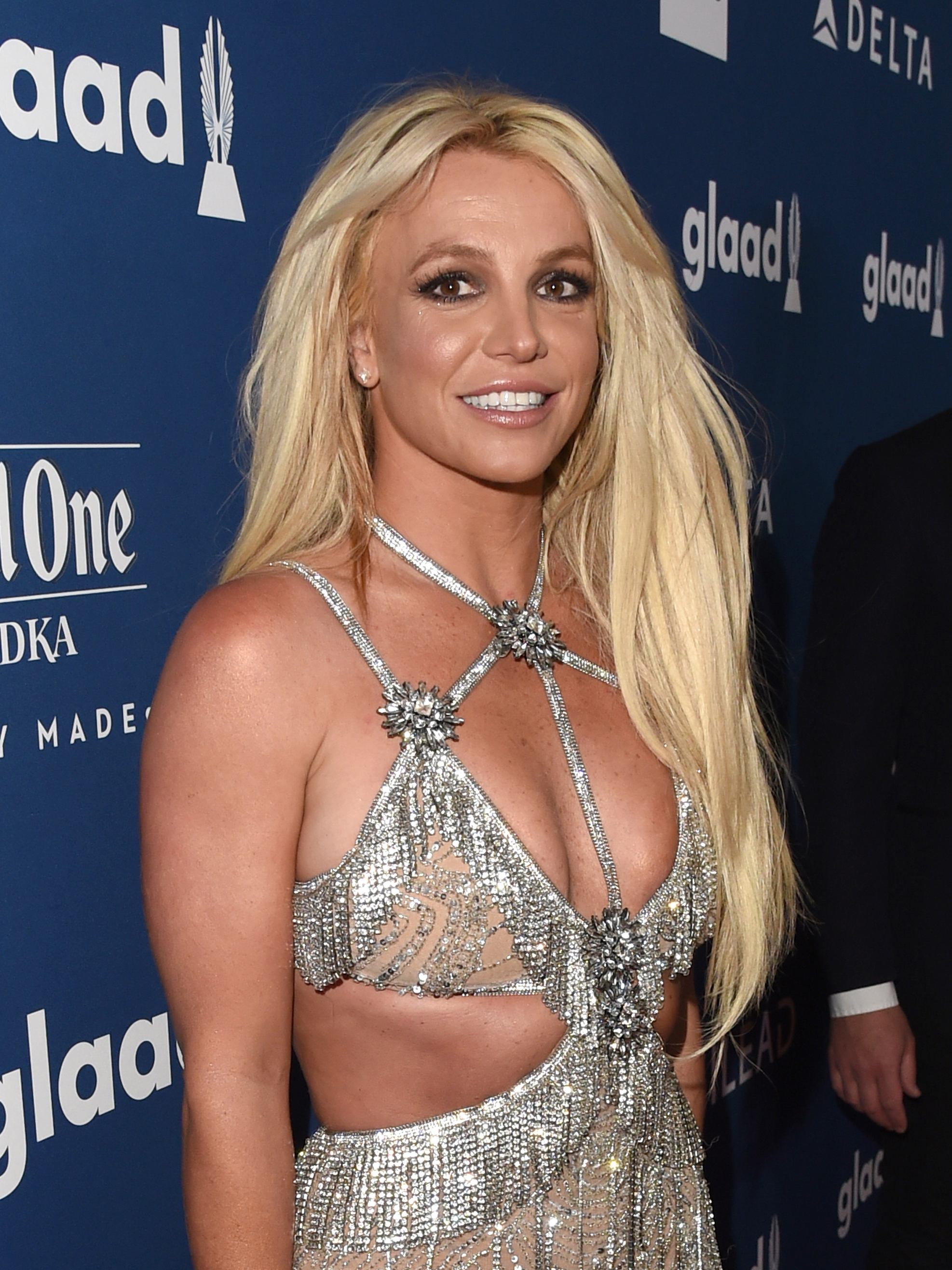 Britney Spears in embarrassing Photoshop fail as she 'slims waist'