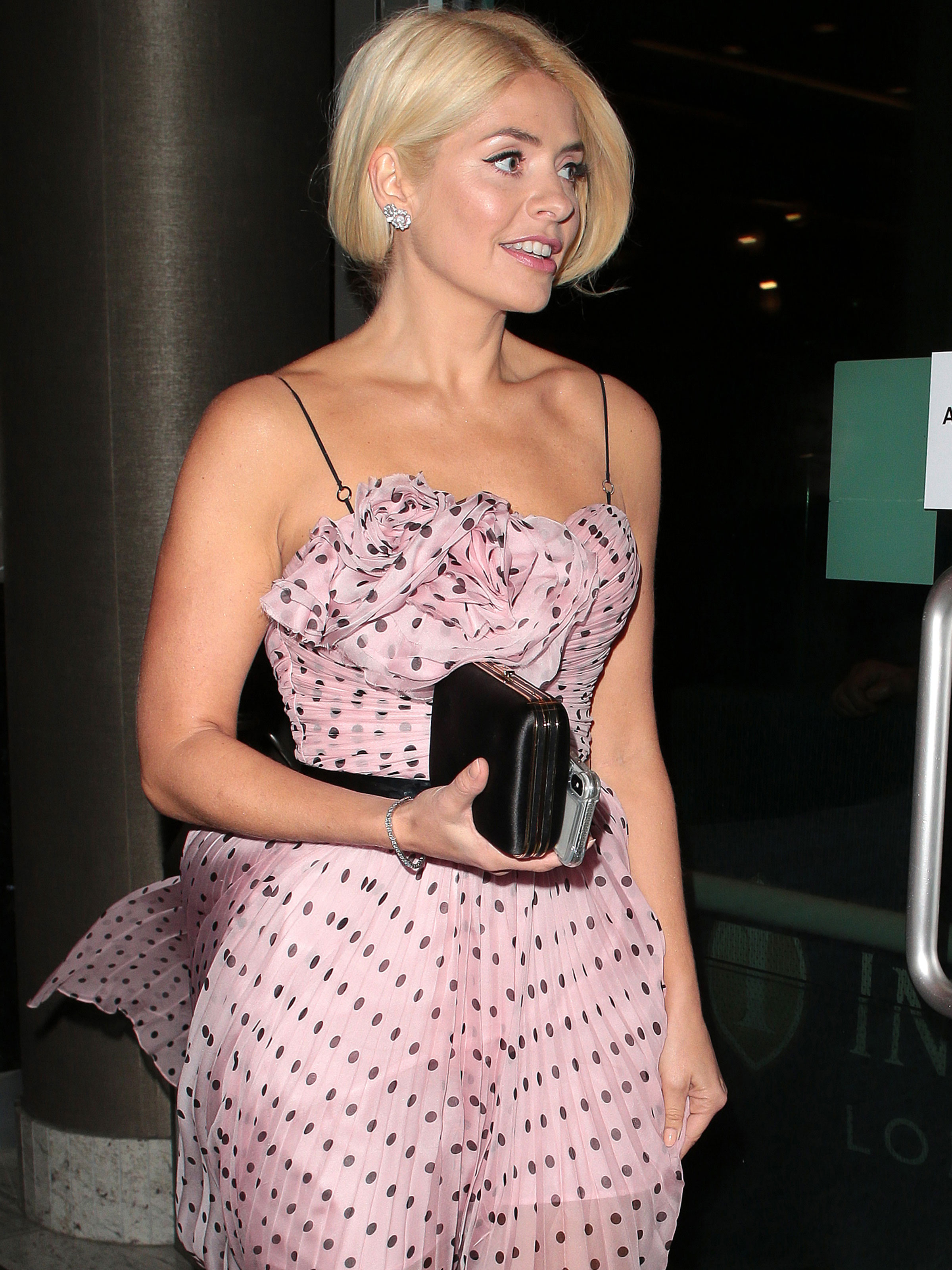 Holly Willoughby Flaunts Tanned Toned Legs In Chic Summer