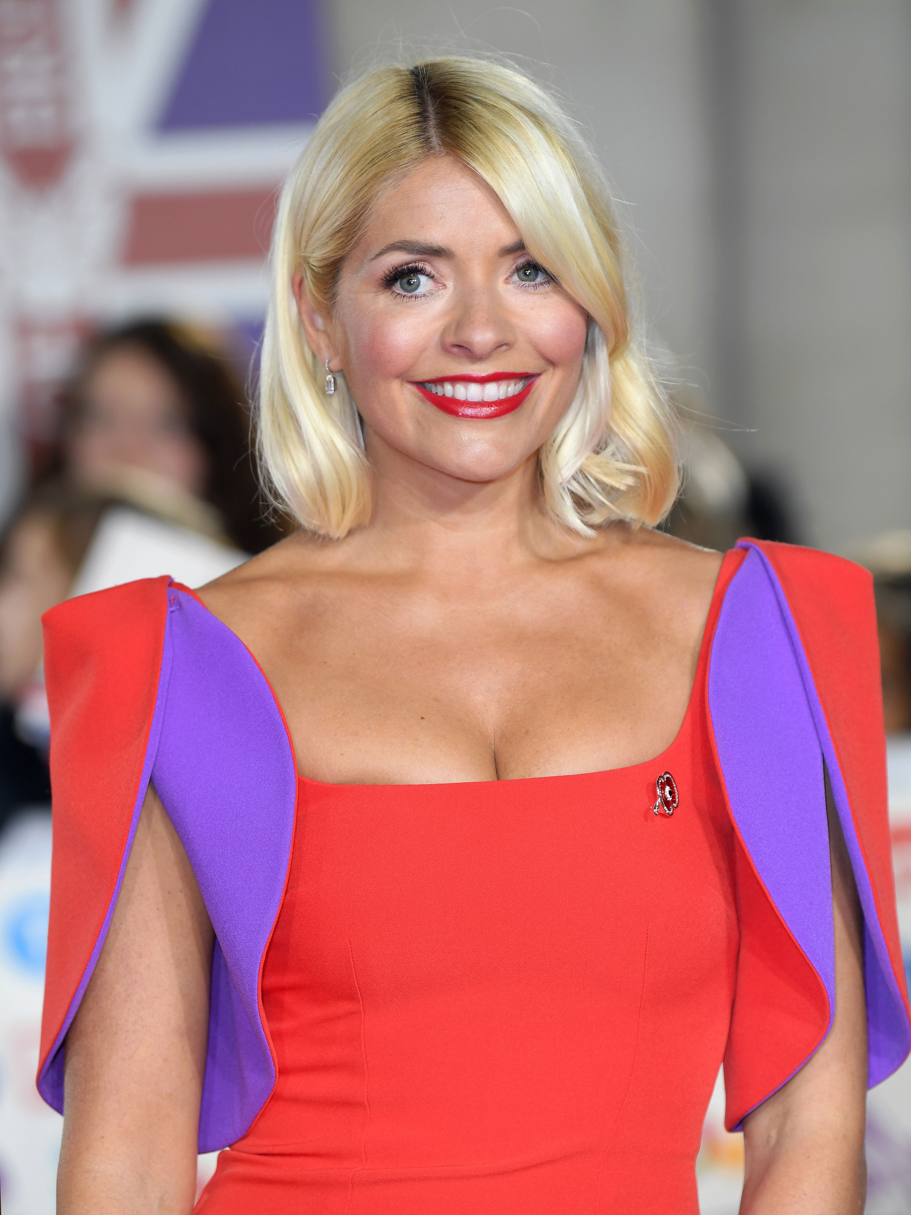 Holly Willoughby leaves fans in a frenzy as she bares legs for sexy snap
