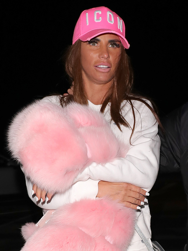 Katie Price slammed for letting five-year-old daughter's toes freeze