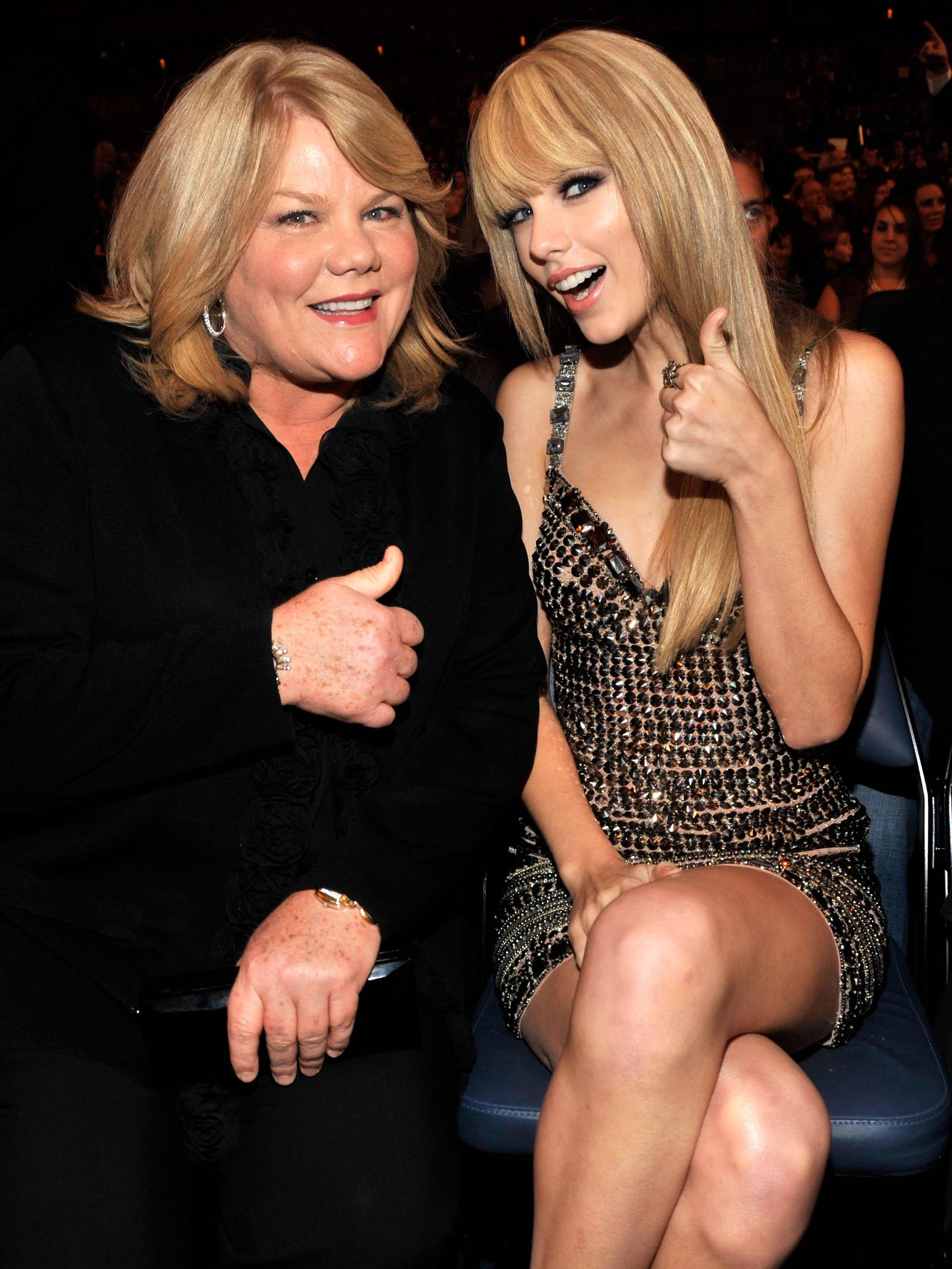 Taylor Swift reveals mother Andrea has been diagnosed with brain tumour