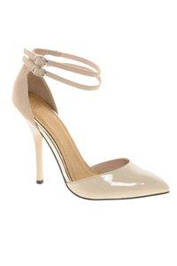10 Stylish Wedding Guest Shoes