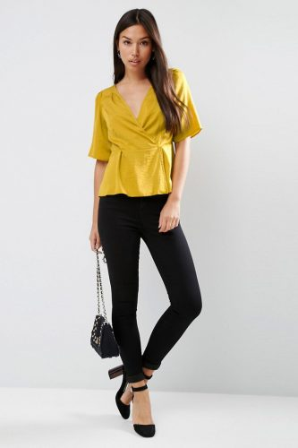 8fd160d7b80 20 flattering tops to hide arms AND tums!