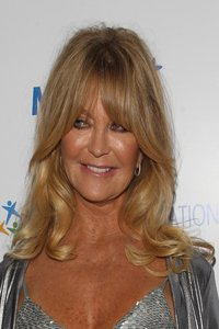 Anti Ageing Hairstyles For Women Over 60 Goldie Hawn Brush Cut Woman