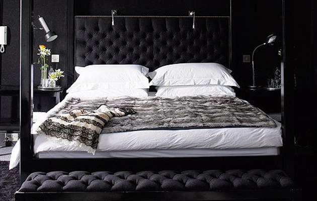 black-bedroom-colour & What does your bedroom colour say about you?