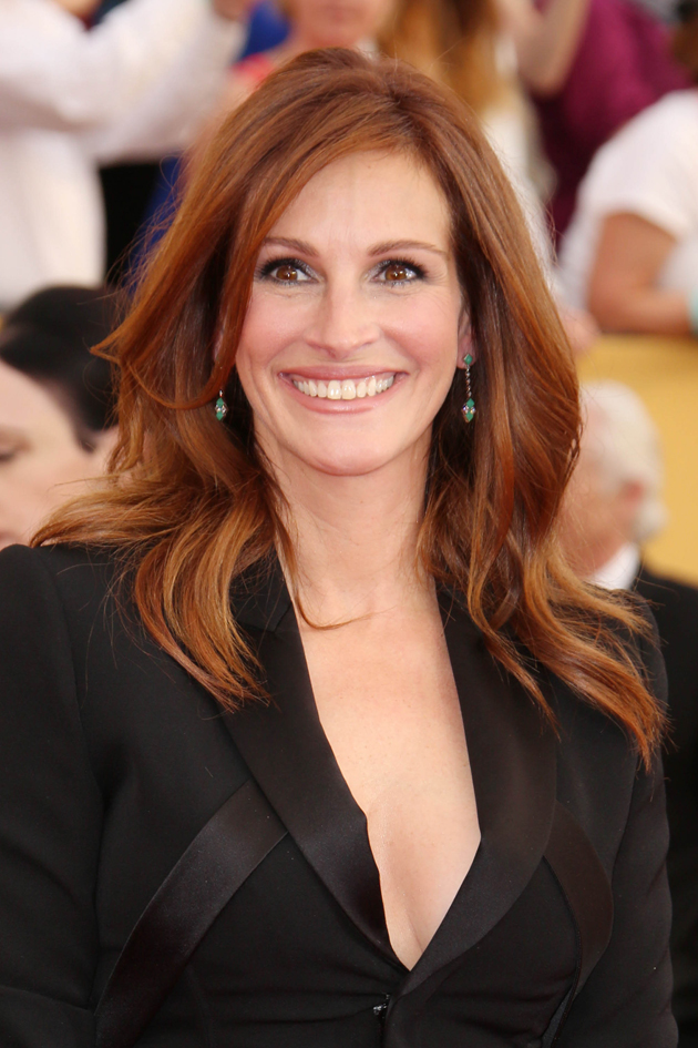 julia roberts hair style look younger with this one easy tip 7586 | Julia Roberts featured image