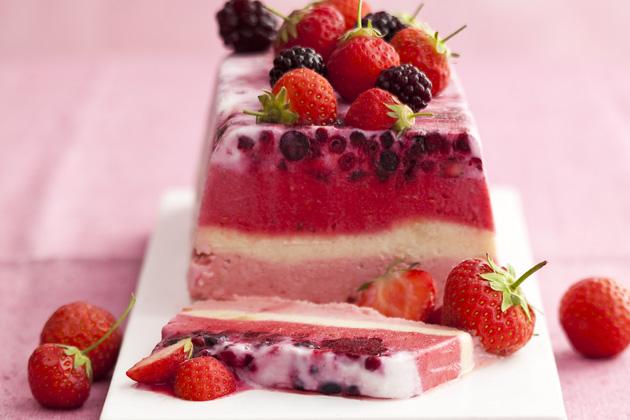 Freezable Cake Recipes Uk: Easy Frozen Yoghurt Cake Strawberry Recipe